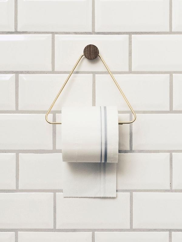Ultra Stilren toalettrullholder i messing fra Ferm Living. - Voma NX-56